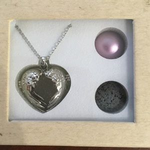 Jewelry - Angel Wing Aromatherapy Necklace